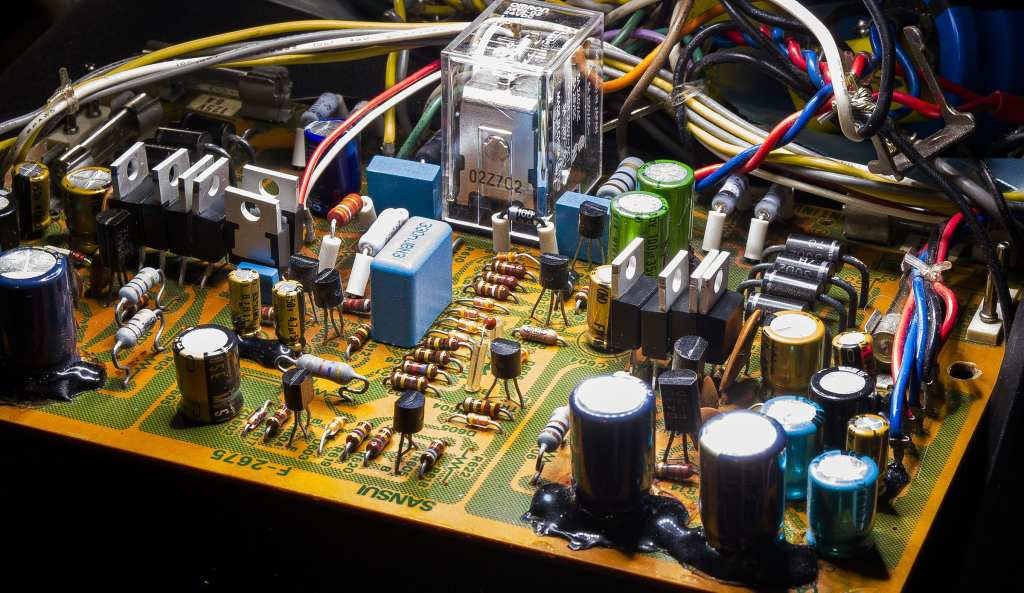 Sansui AU-517 silicon diodes upgraded with MUR1520. Re-capped with most resistors upgraded.
