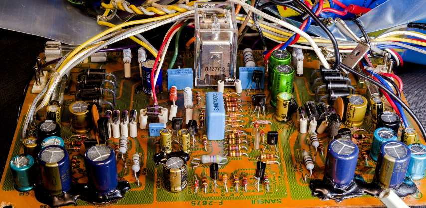 Sansui AU-517 with stock silicon diodes, re-capped with most resistors upgraded.