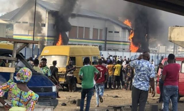 Police station burnt in Lagos