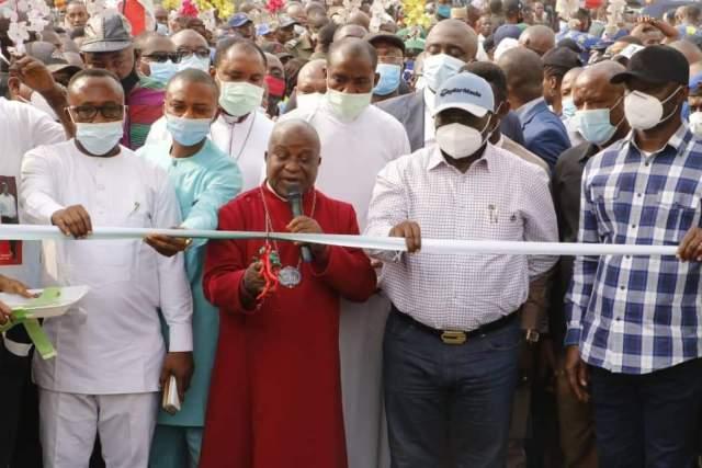 Ikpeazu commissions roads in Abia