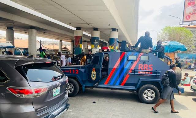 Police take over Obalende after touts clash