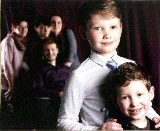 Familienbild als Beispiel aus Fotoshooting in der Tanzschule Picasso aus Bremen (Ost) - Borgfeld, nähe Horn, Oberneuland, Lilienthal als Fotostudio