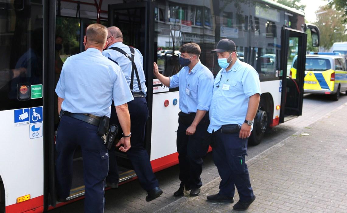 Schwerpunktkontrollen in den Bussen der Vestischen. –Foto: Vestische