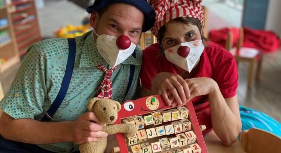 Sie sind wieder da: Die Klinik-Clowns kommen nun wieder wöchentlich zur Visite in die Kinder- und Jugendklinik Gelsenkirchen.