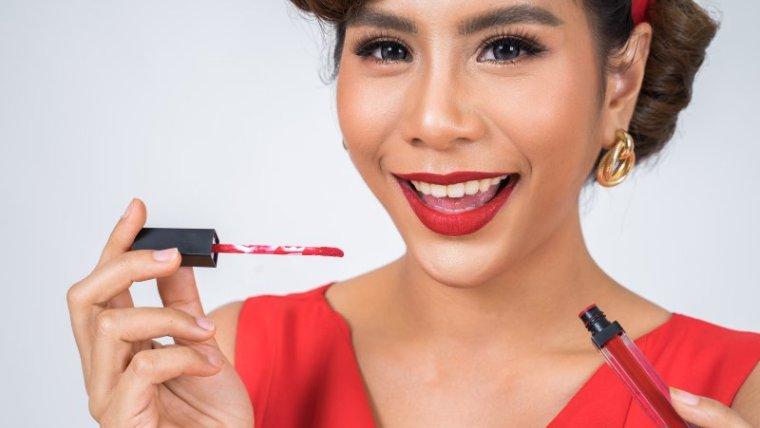 9 Warna Lipstik untuk si Bibir Hitam Agar Lebih Cerah
