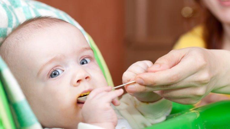 Moms Wajib Tahu dan Coba Menu MPASI Manis untuk Bayi 7 Bulan