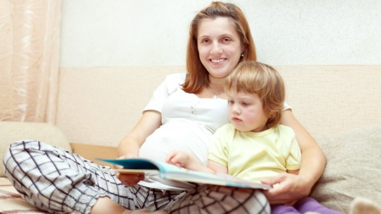 7 Manfaat Membacakan Dongeng untuk Bayi dalam Kandungan