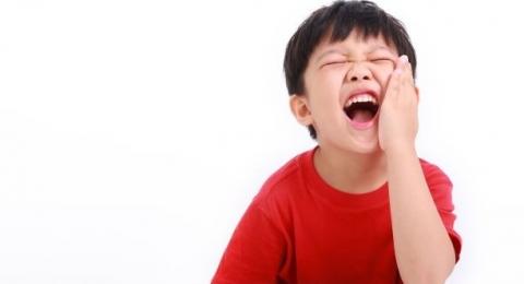 Cara Alami Mengatasi Sakit Gigi Anak, Moms Harus Tahu!