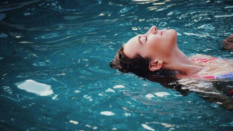 Bolehkah Berenang Saat Haid? Ini Dia Penjelasan dan Tipsnya!