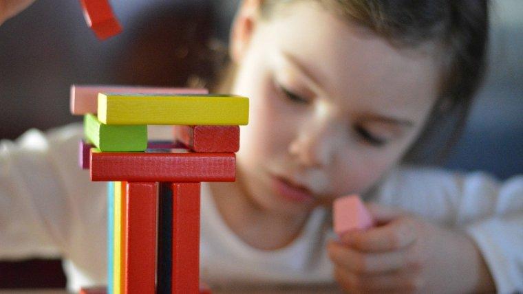Mengapa Mainan Edukasi Penting untuk Anak Usia Dini?