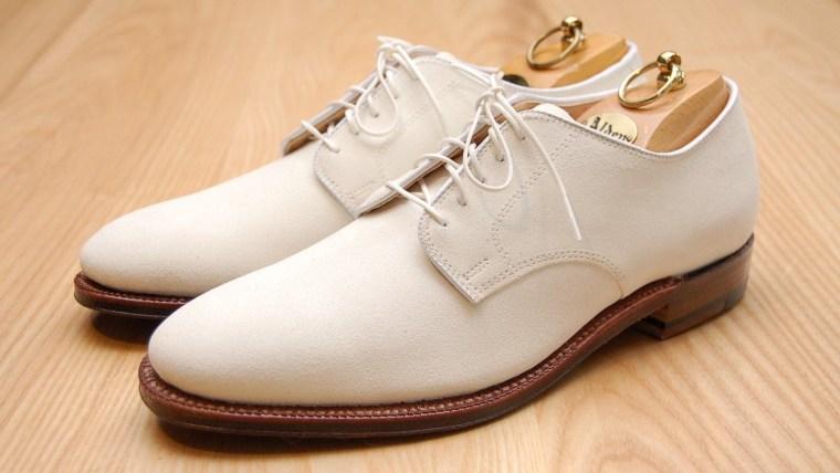 Tidak Perlu Bingung, Ini Cara Membersihkan Sepatu Putih