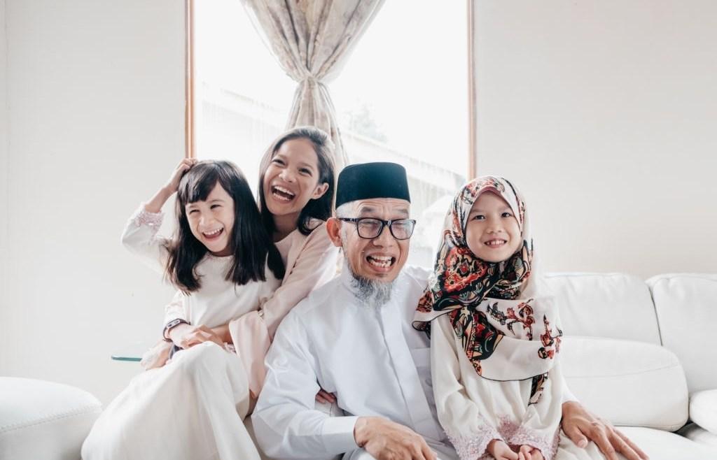 3 Cara Mendidik Anak Perempuan Menurut Islam Mengikuti Cara Rasulullah