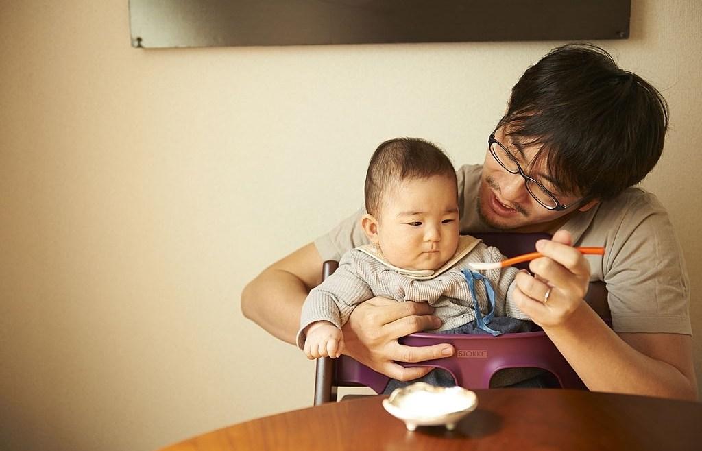 Inspirasi Menu MPASI 6 Bulan Pertama Menurut WHO yang Dapat Moms Coba