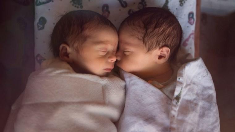 Ini Moms Tips Melahirkan Normal Bayi Kembar Tanpa Harus Caesar