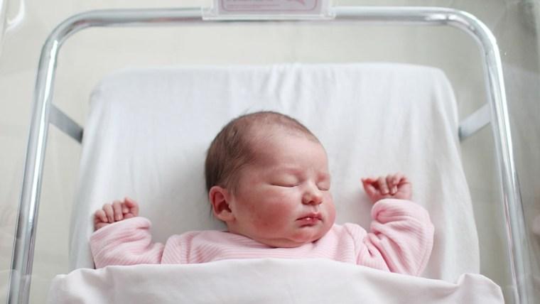 Bingung Cari Nama Anak Bayi Perempuan Indah? Temukan di Sini Moms!