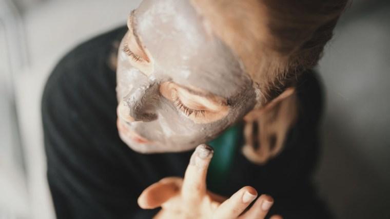 Masker Wajah Alami untuk Kulit Kering yang Aman dan Mudah Dibuat