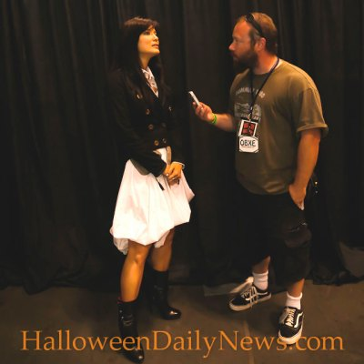 HalloweenDailyNews.com editor in chief Matt Artz interviews Kelly Hu at Tidewater Comicon, May 16, 2015.