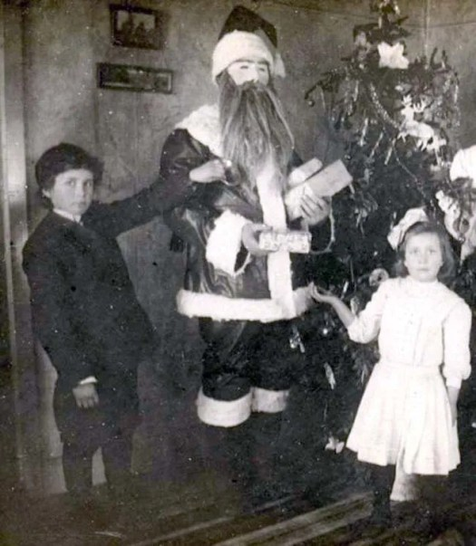 ? the 13 most Disturbing Santa Claus Photos on the Net ? 54