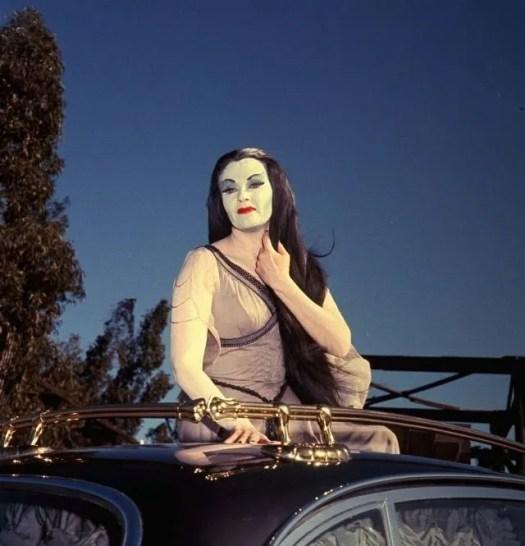 📷 Amazing Color Photos of Lily Munster, Yvonne De Carlo 14