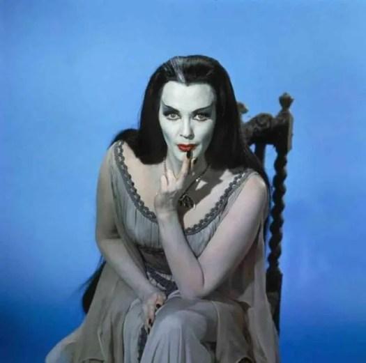 📷 Amazing Color Photos of Lily Munster, Yvonne De Carlo 10