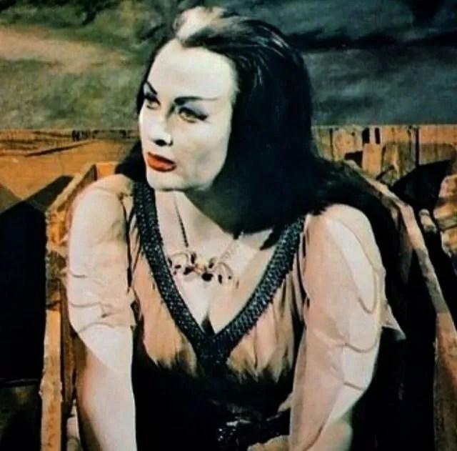 ? Amazing Color Photos of Lily Munster, Yvonne De Carlo 13