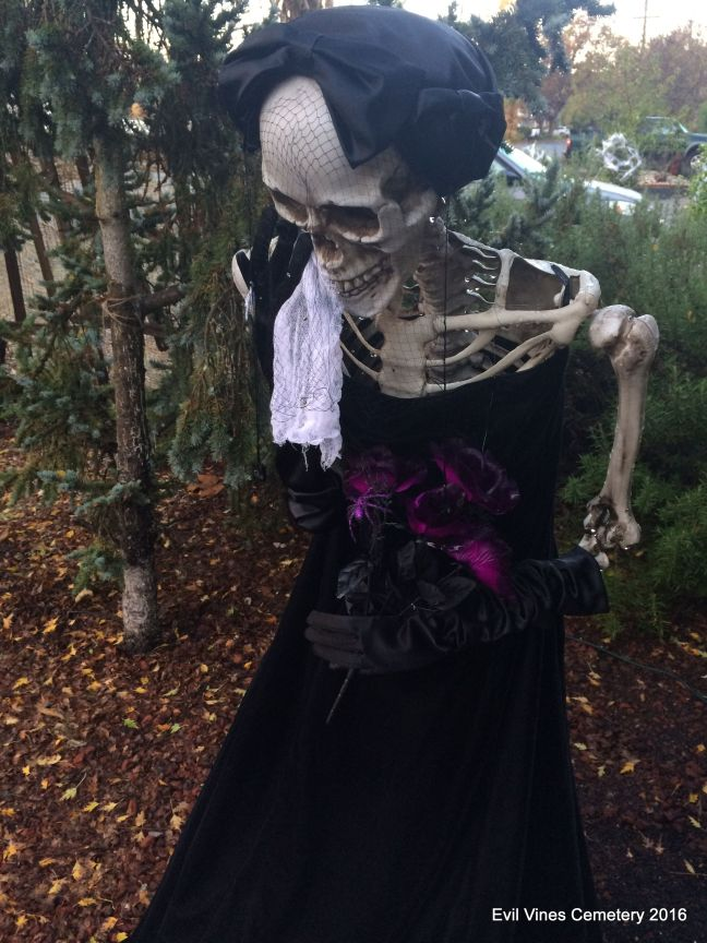 Evil Vines Cemetery Outdoor Yard Haunt Crying Skeleton Prop