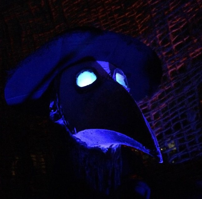 Evil Vines Cemetery Outdoor Yard Haunt Creepy Bird Mask Prop Blacklight