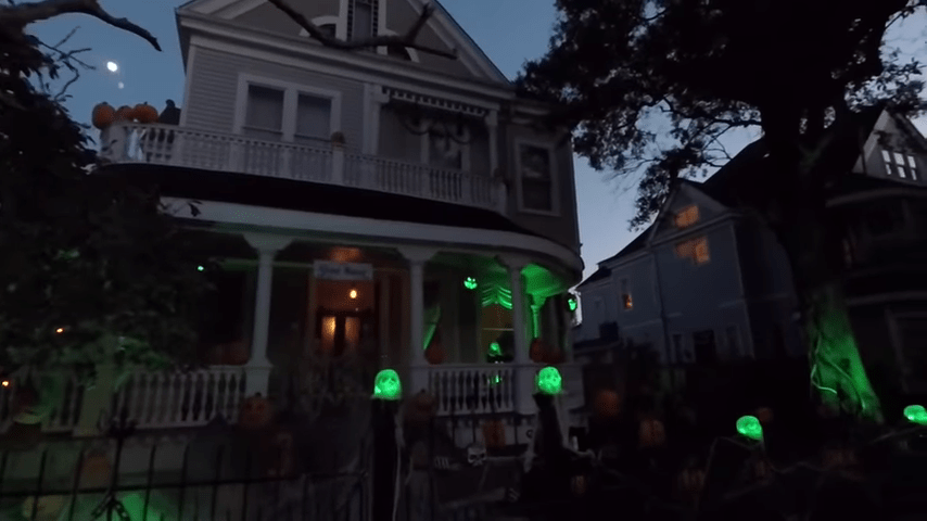 Ghost Manor Halloween Decorated House Show Show Starts