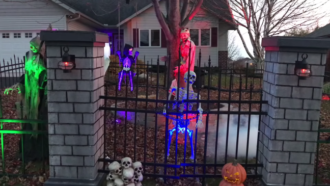 Halloween Graveyard Decoration with Animatronics Cemetery Fence