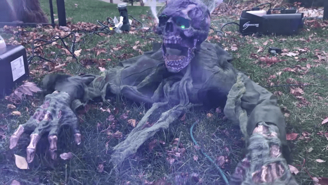 Halloween Graveyard Decoration with Animatronics Creepy Crawlers