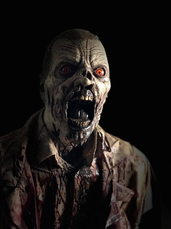 Hundred Acres Manor Haunted House Zombie Up Close