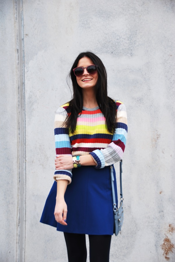 blogger in gap colorful stripe sweater