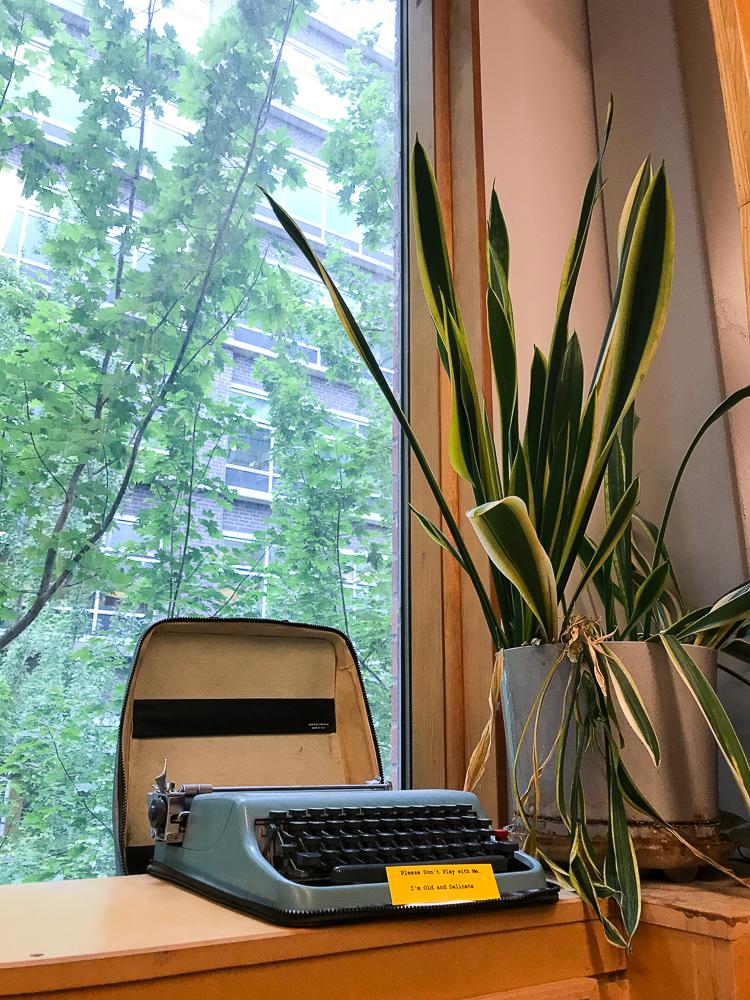 I love a good ol' fashioned typewriter