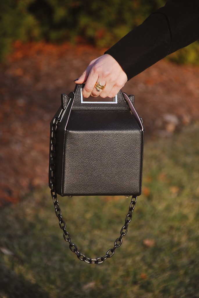 black pop and ski carryout handbag and gold snake ring