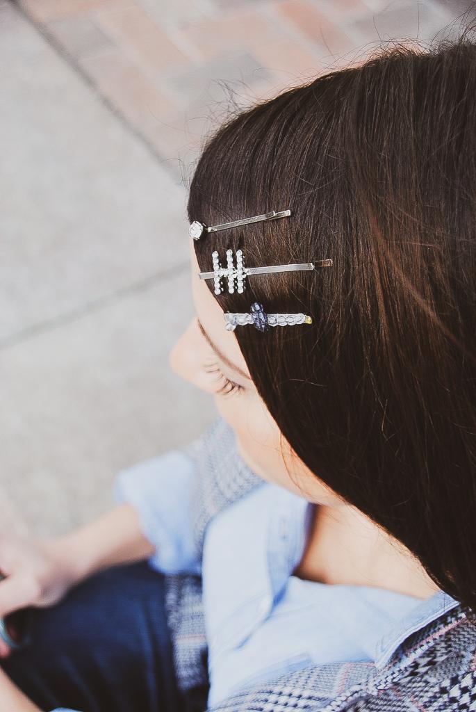 Hi word hair clip