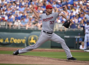 Mike Pelfrey delivers a pitch during the first inning of a game against the Kansas City Royals at Kauffman Stadium on July 4, 2015 (Ed Zurga/Getty Images)