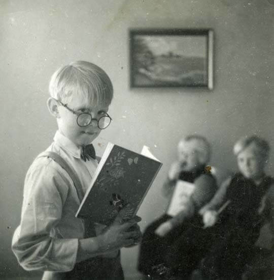 Elev med skolbok