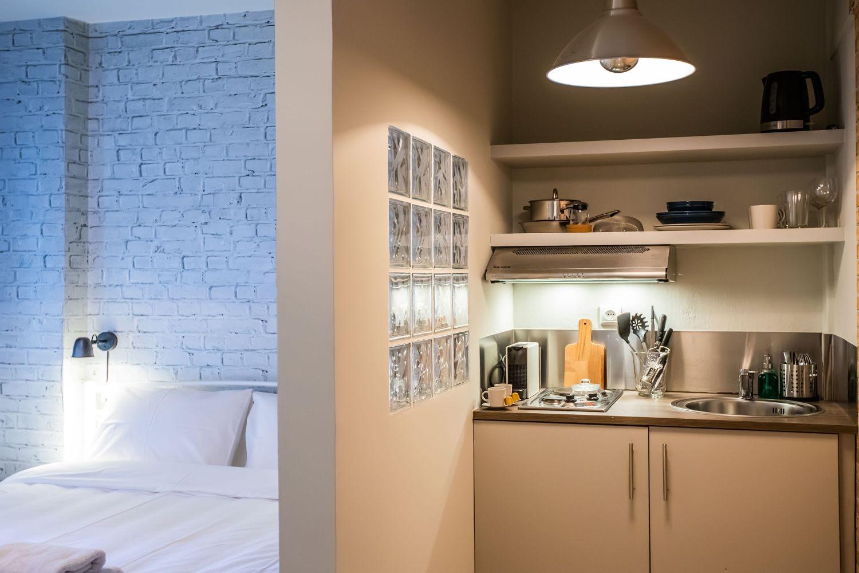 Studio 3 Kitchenette and Queen Bed