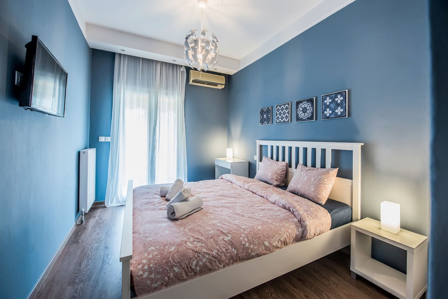 Master Bedroom with Queen Size double bed