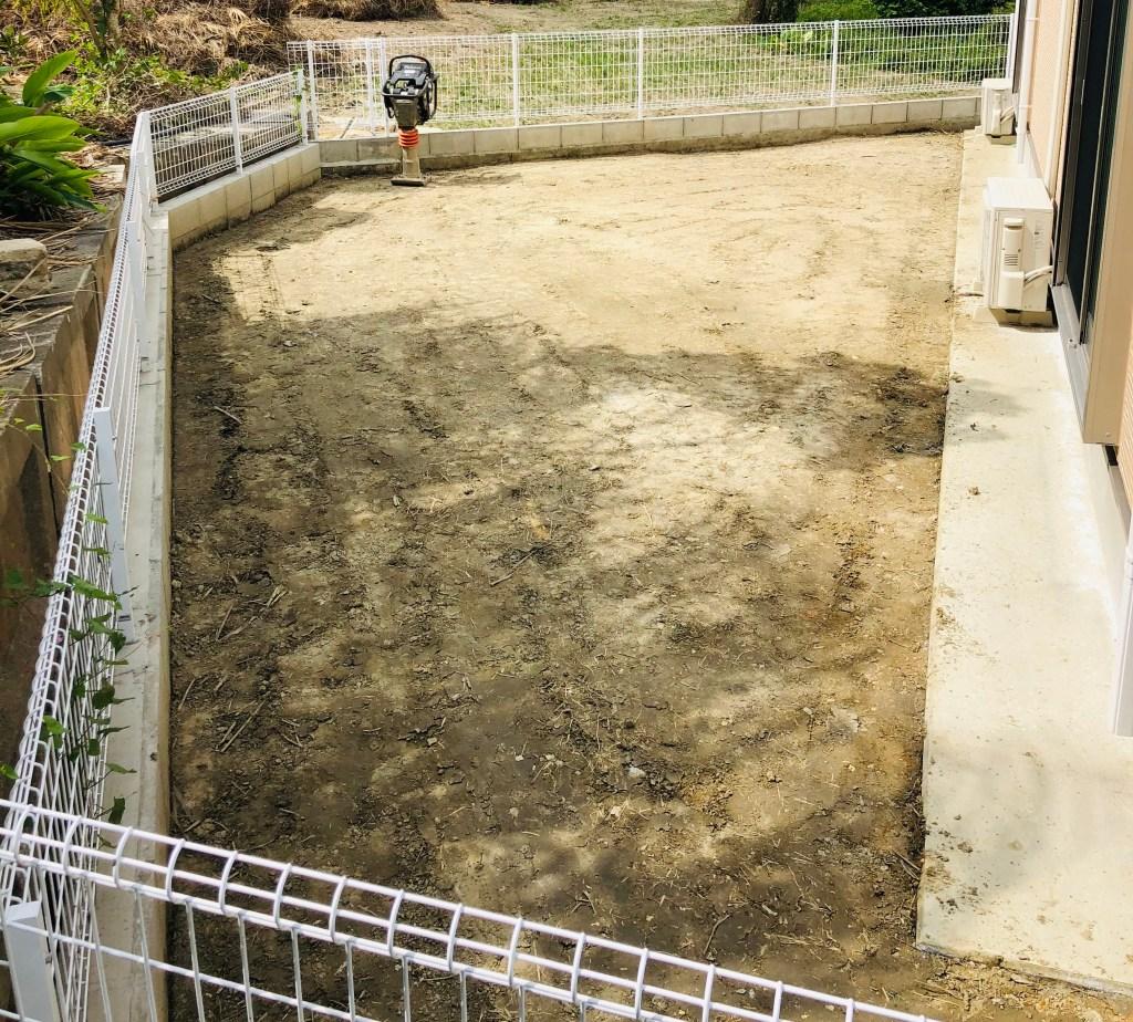 【庭の砂利のメリット】水はけも良くなり防犯対策にも!素人がやってみた!やり方や費用(コスト)なども紹介!