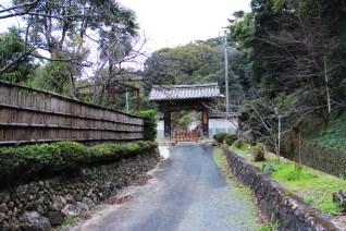 摩訶耶寺 本瓦葺の門