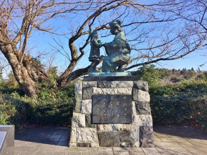 静岡の赤い靴母子像