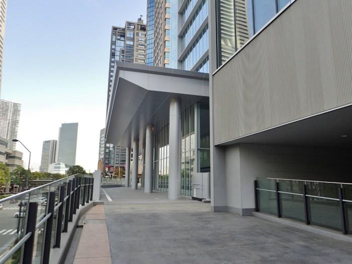 横浜銀行本店前