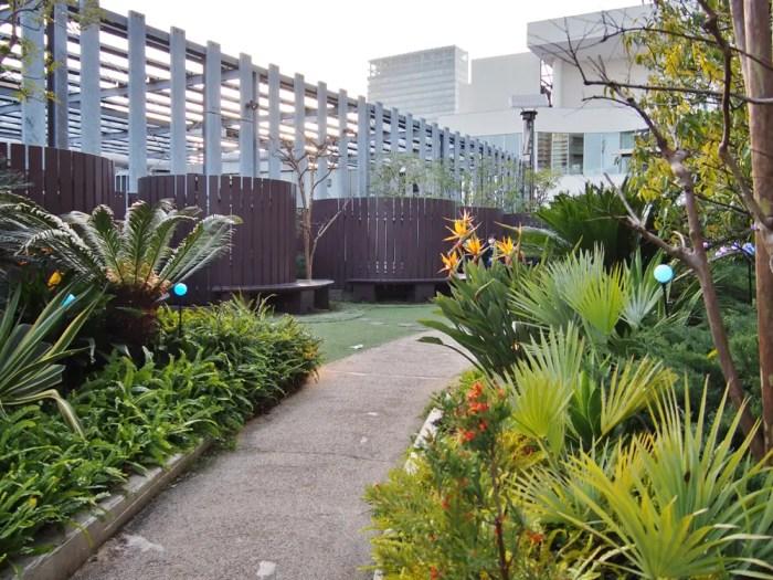 横浜ベイクォーターの屋上庭園「ベイガーデン」