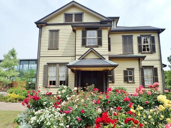 外交官の家と薔薇