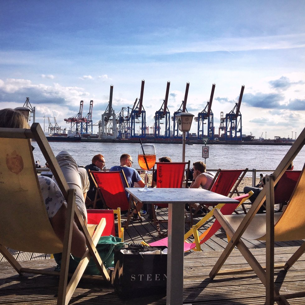 Sitting Outside In Hamburg: Cafés & Bars That Are Most Beautiful In The Sun!
