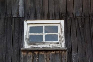 Fenster in einer alten Scheune