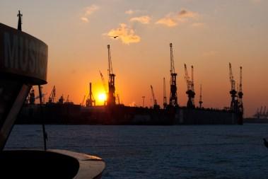 Sonnenuntergang bei Blohm & Voss