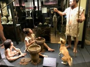 縄文人家族の想像図、ペットである犬の姿も
