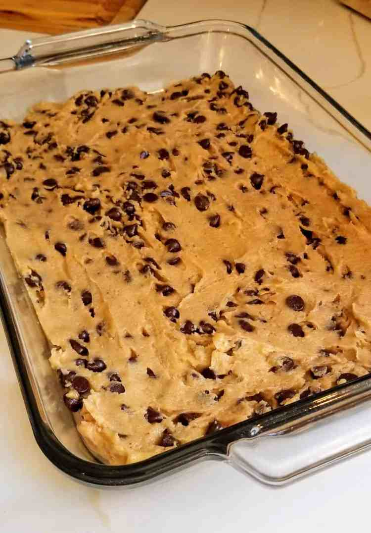 Easy Chocolate Chip Bars with Peanut Butter Drizzle Recipe